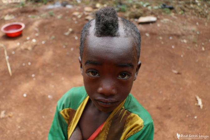 ジンカのアリ族の子供