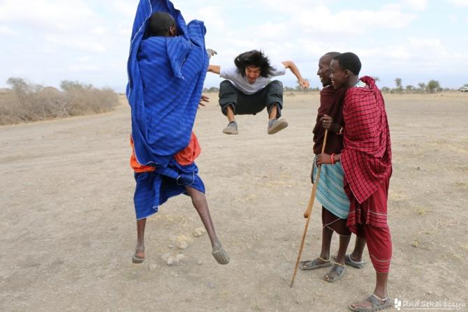 マサイ族の村でジャンプ対決