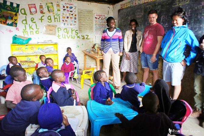 ナイロビのスラム街、キベラで小学校見学