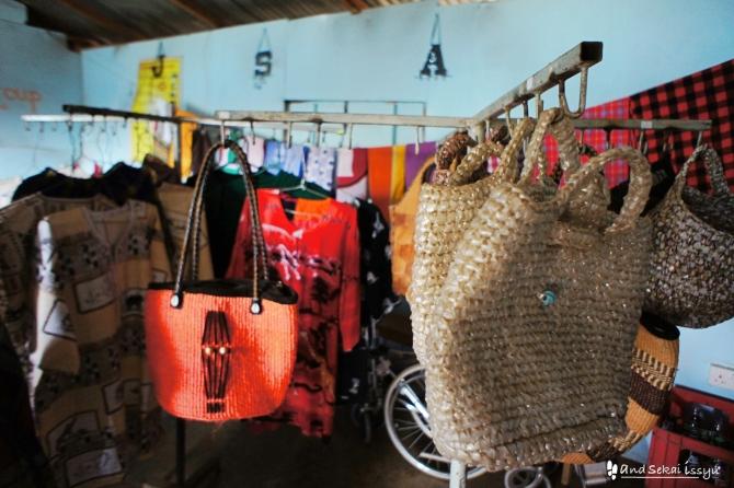 ナイロビのスラム街、キベラでママたちのショップ見学