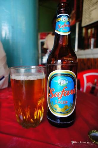 タンザニアのビール「サファリ」