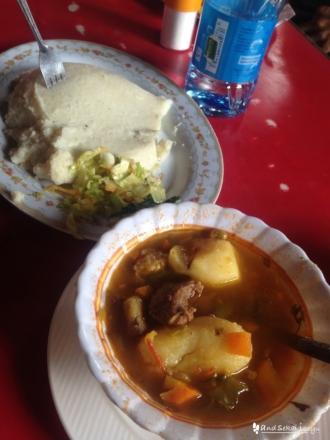 ケニアの主食ウガリ