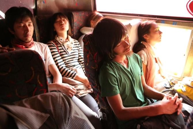 モヤレからナイロビにバスで移動