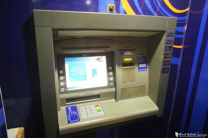 クレジットカードを吸い込んだスタンビックバンクのATM