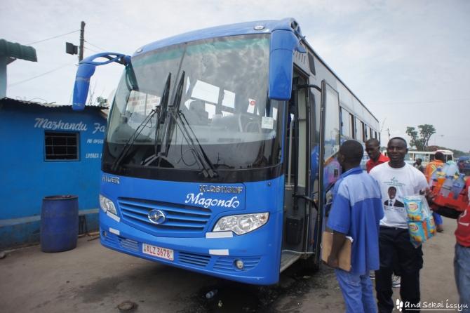 チンゴラからルサカへ移動した時のバス