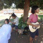 旅する美容師「サトシさん」|路上ヘアカットとギター弾き語りの奇跡のコラボ!!