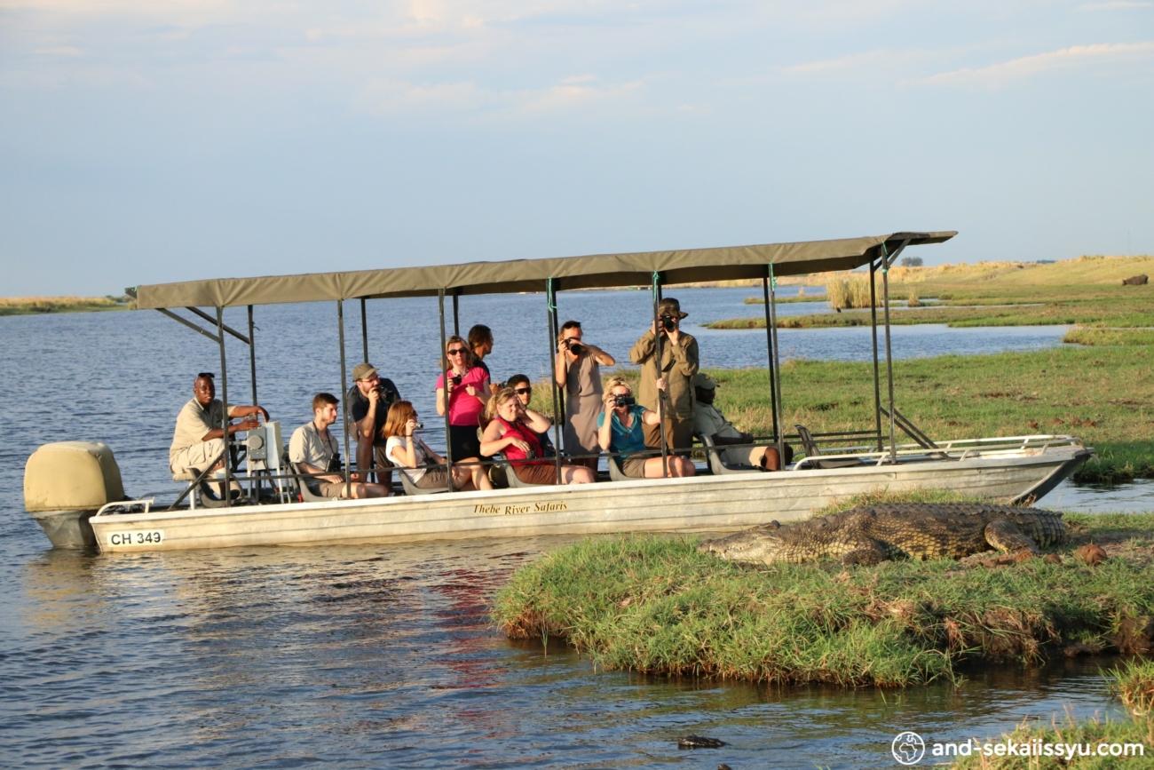 チョべ国立公園でボートサファリ