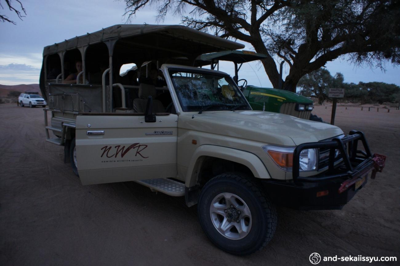 ナミブ砂漠の送迎車