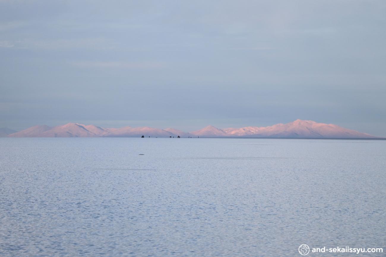 ウユニ塩湖のサンライズツアー