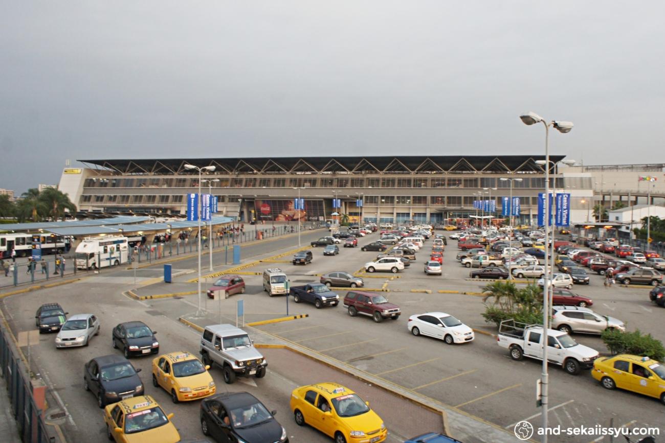 グアヤキルのバスターミナル