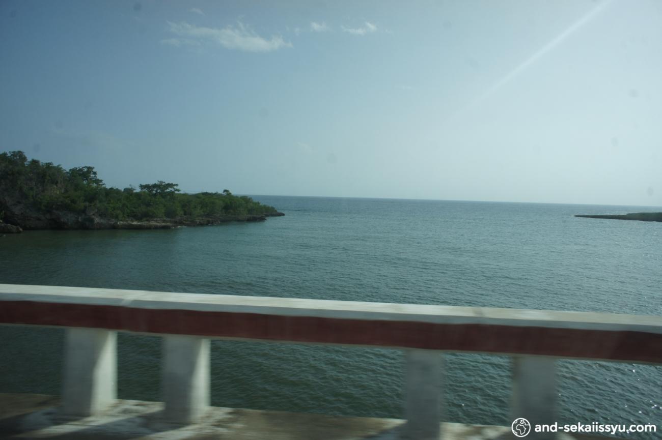 キューバのハバナからトリニダにタクシーで移動‼︎バスよりも快適で早い⁈