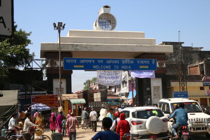インド スノウリ 門
