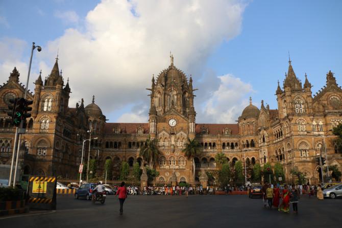 インド ムンバイ 駅
