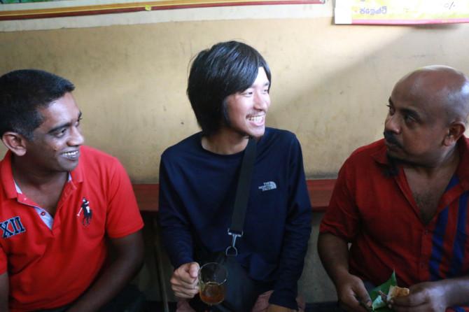 スリランカ ラトゥナプラ 3人