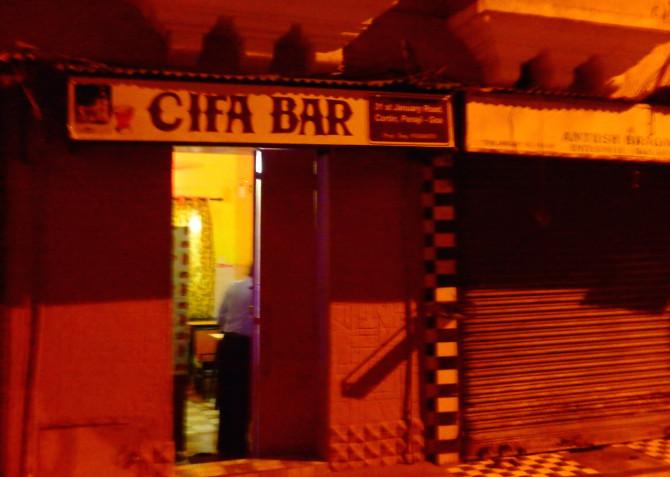 インド ゴア 酒屋