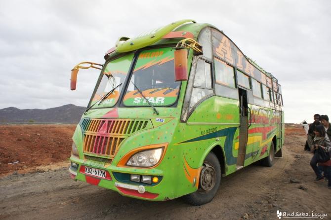 モヤレからナイロビに向かうバス、モヤレスター