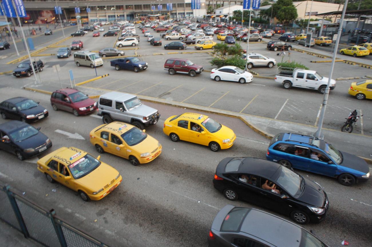グアヤキルからコロンビアの首都キトにバスで移動