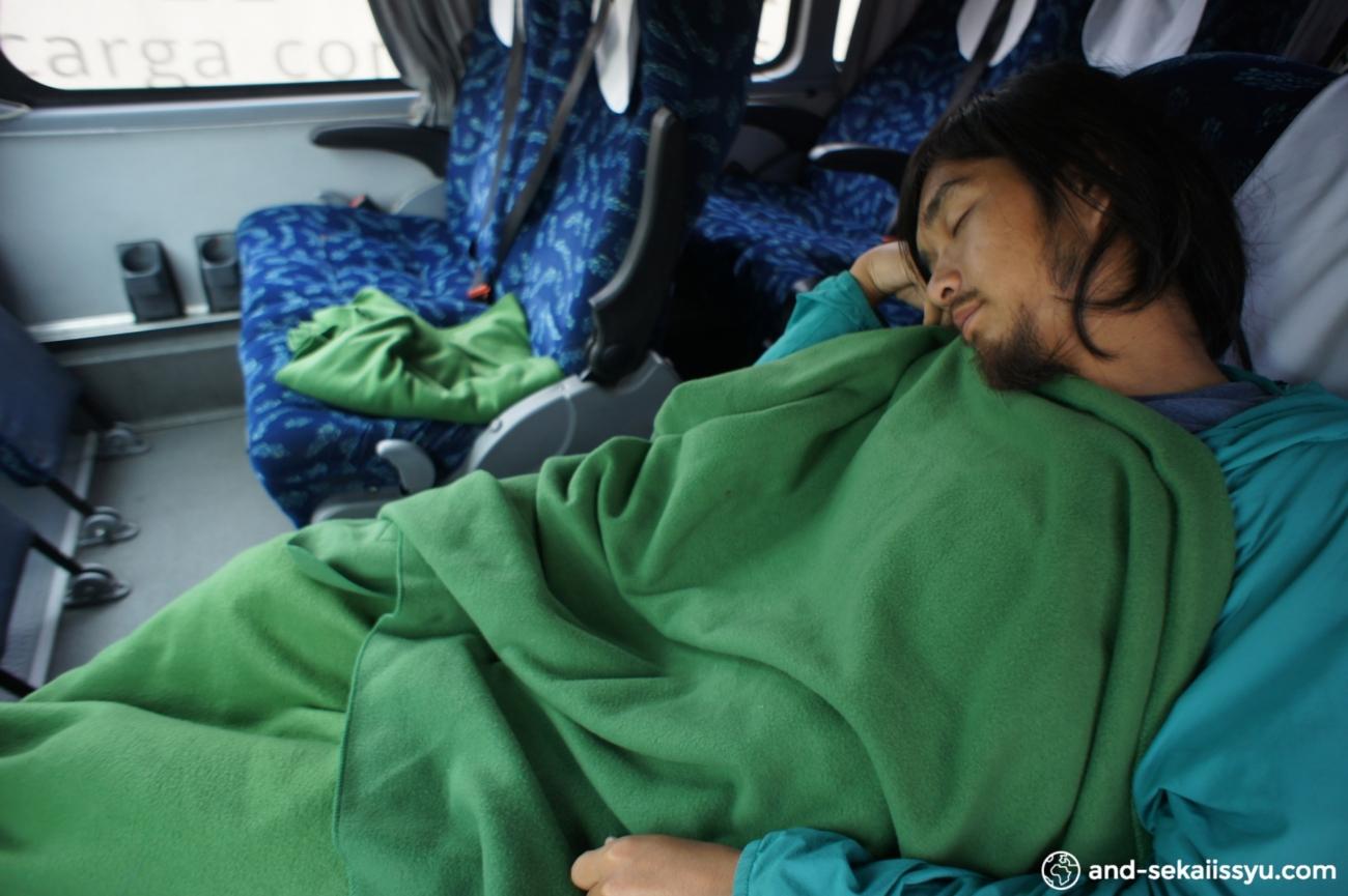 サンティアゴからサンペトロ・デ・アタカマにバスで移動。